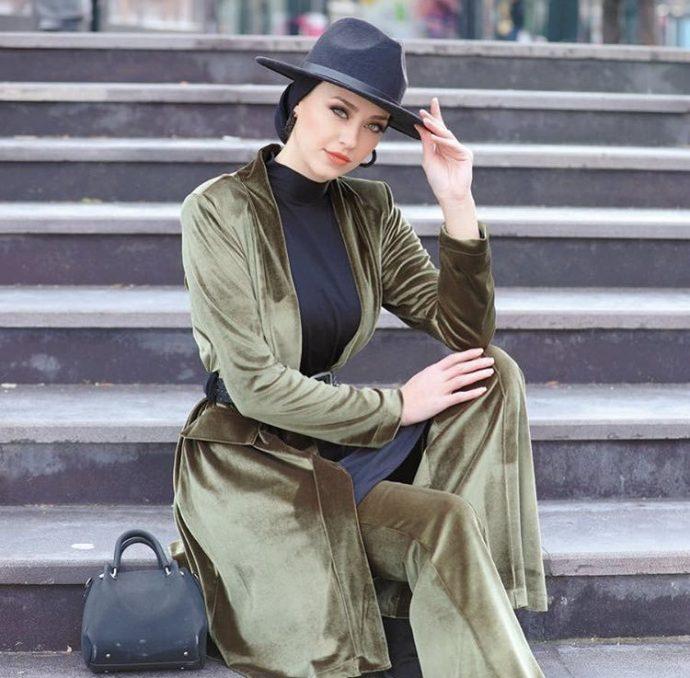Девушка мусульманка в стильном костюме