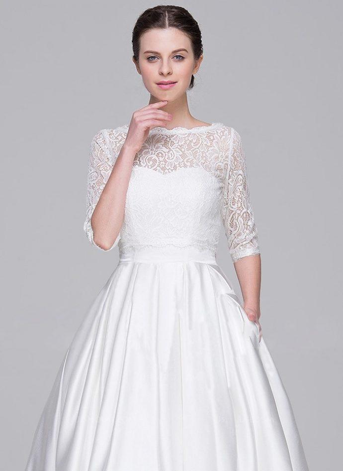 Девушка в свадебном платье с карманами
