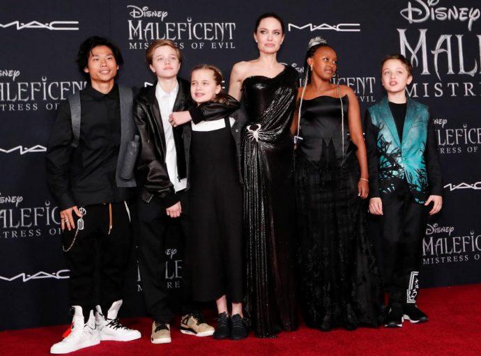 Анджелина Джоли с детьми на премьере фильма «Малефисента-2»