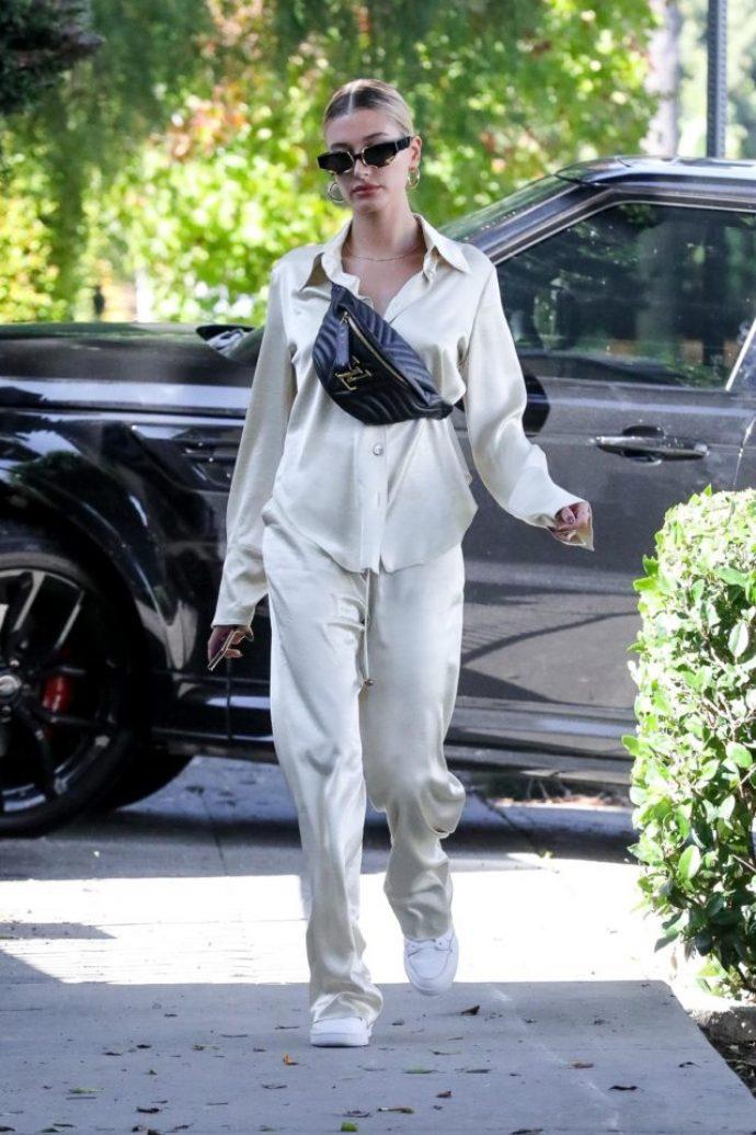 Новый выход Хейли Бибер в пижаме