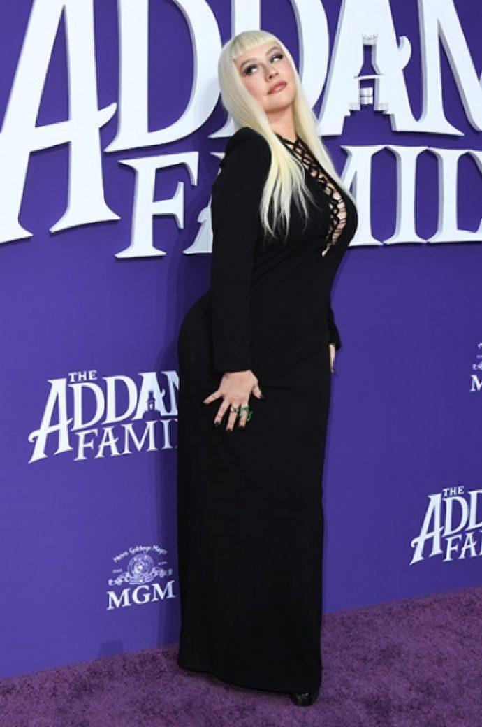 Кристина Агилера с семьёй на премьере «Семейки Аддамс»