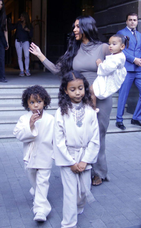 Ким Кардашьян с детьми в Армении