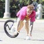 Джастин Бибер упал с моноцикла