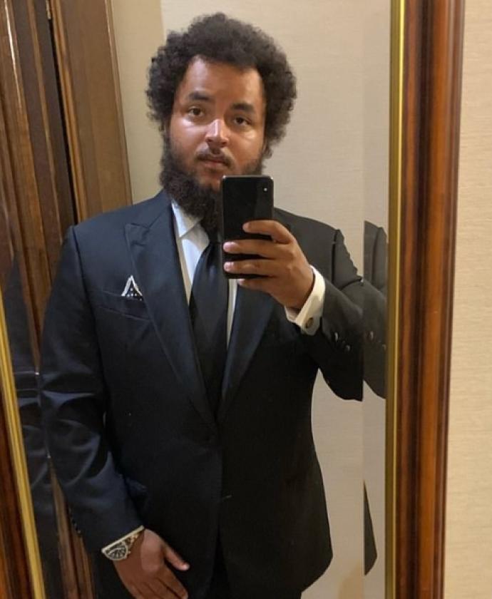 Коннор сделал селфи у зеркала