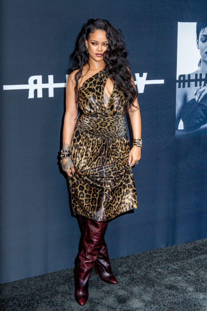 Рианна в леопардовом платье