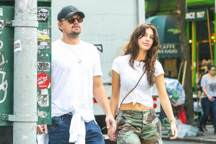ДиКаприо с подружкой на прогулке