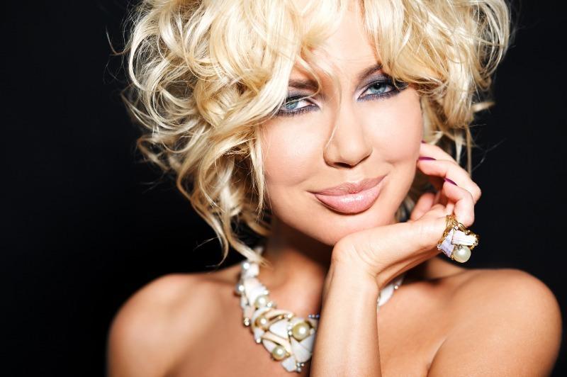 Красотки шоу-бизнеса, которые получили губы, как у Анджелины Джоли